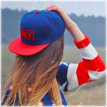 Аватар Девушка в красной кепке Obey