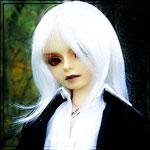 Аватар Кукла с белыми волосами на фоне природы