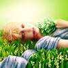Аватар Девушка лежит на ландышах, прижав к груди букет, художница Magdalena Saramak