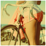 Аватар Девушка в белой майке и розовых шортах стоит у велосипеда
