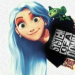 Аватар Rapunzel Hardcore / Рапунцель-рокерша с голубыми волосами, пирсингом, в татуировках и черной футболке SYSTEM OF A DOWN, с хамелеоном на плече