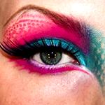 Аватар Глаз девушки, веко накрашено в ярко-розовый и голубой цвета