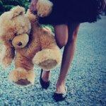 Аватар Девушка с медвежонком в руках стоит на дороге, by pinkviewfinder