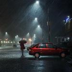 99px.ru аватар Одинокая девушка в красном пальто, держащая в руке зонтик, идущая по дороге ночного города под сильным ливневым дождем, автор Александр Сысуев