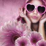 Аватар Девушка в очках в форме сердечка, на переднем плане розовые герберы, автор misszoe