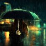 Аватар Девушка с зонтом стоит под дождем на фоне ночного города, фотохудожница Барбара Флорчик / Barbara Florczyk