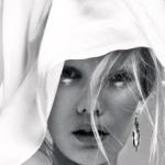 Аватар Портрет девушки, волосы которой прикрыты платком, фотограф Николай Бирюков