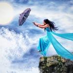 Аватар Девушка в голубом платье с зонтом в руках стоит на обрыве морского берега, на фоне облаков и солнца