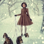 Аватар Девушка с ежиками на поводках стоит на снежной дорожке