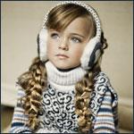 Аватар Модель Кристина Пименова / Kristina Pimenova в меховых наушниках, свитерке, с заплетенными двумя косичками