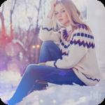 Аватар Девугка в свитере и джинсах сидит на снегу