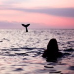 99px.ru аватар Девушка в воде видит хвост рыбы