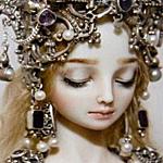 Аватар Кукла с закрытыми глазами, с большим количеством украшений