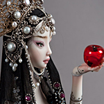 Аватар Кукла принцесса, с яблоком в руках
