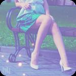 Аватар Ноги девушки в зеленой юбке и туфлях на высоком каблуке, сидящей на скамейке