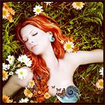 Аватар Девушка лежит в зелени и цветах, прикрытая бабочками и улиткой