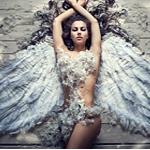 Аватар Девушка-ангел, лежит расправив крылья, покрытая перьями