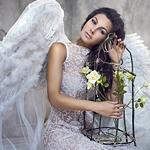 Аватар Девушка-ангел с клеткой, украшенной цветами