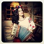 Аватар Девушка с аккордеоном
