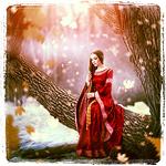 Аватар Девушка сидит на дереве, среди красоты зимы и осени