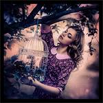 Аватар Девушка стоит у цветущего дерева, с клеткой в руке