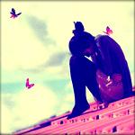 Аватар Девушка сидит на крыше, вокруг летают бабочки