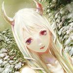 Аватар Беловолосая девушка с рогами, на фоне снежных елок