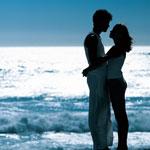 Аватар Парочка влюбленных обнимаются на фоне моря