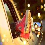 Аватар Ножки в кедах торчат из окна авто