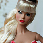 Аватар Светловолосая, гламурная кукла, с ярким макияжем