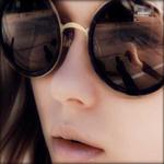 Аватар Девушка в солнцезащитных очках