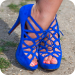 Аватар Синие плетеные туфельки на женских ножках