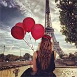 Аватар Девушка с воздушными шарами в руках, стоит напротив Эйфелевой Башни / La tour Eiffel в Париже, Франция / Paris, France
