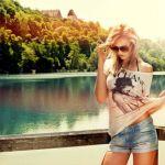 Аватар Модель Катя / Katja в солнцезащитных очках стоит на фоне природы, ву Hannes Hochsmann