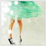 Аватар Девушка в пышной юбке и в кедах