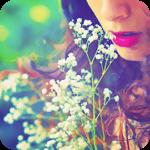 Аватар Девушка поднесла к губам ветку с нежными полевыми цветами