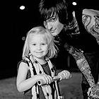 Аватар Митч Лакер / Mitch Lucker, вокалист группы Suicide Silence со своей дочерью Кеннеди Лакер / Kennedy Lucker