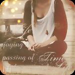Аватар Девушка сидит на деревянном мосту через реку (Life is enjoying the passage of time / Жить наслаждаясь течением времени)