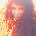 Аватар Милая девушка под падающими лучами солнца
