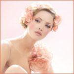 Аватар Девушка с цветами в нежно-розовыми цветами в волосах