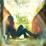 Аватар Девушка сидит у моста