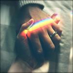 Аватар Женская и мужская рука под радугой