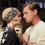 Аватар Актер Леонардо Ди Каприо / Leonardo DiCaprio в роли Гэтсби / Gatsby и актриса Кэри Маллиган / Carey Mulligan в роли Дэйзи / Daisy влюбленно смотрят друг на друга в фильме The Great Gatsby