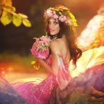 Аватар Девушка в венке и с букетом цветов в руках, ву Alena Kycher/