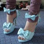 Аватар Женские ножки в голубых босоножках с бантиками