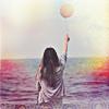 Аватар Девушка возле моря держит в руках воздушный шар