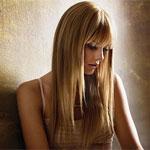 Аватар Тейлор Свифт, склонив голову, у стены / Taylor Swift автор и исполнительница песен в стиле поп-кантри