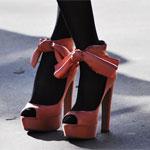 Аватар Женские ножки в красных на платформе и с бантами туфлях