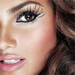 Аватар Половина лица модели-девушки с ярким макияжем и длинными накладными ресницами