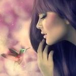 Аватар Темноволосая девушка смотрит на птичку колибри